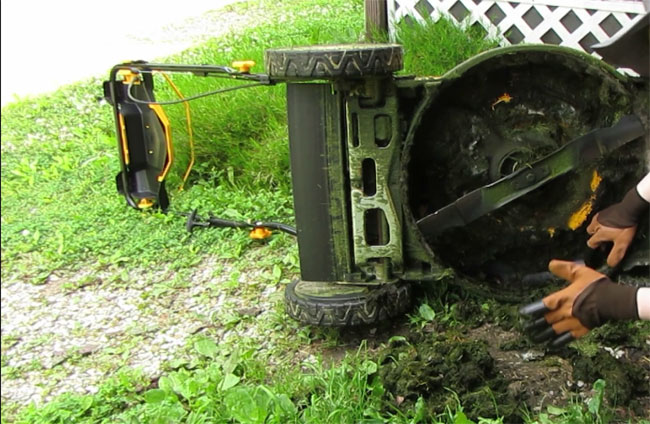 cleaning lawnmower bottom